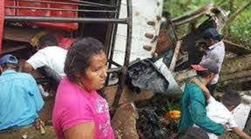 Al menos 16 muertos y 25 heridos al volcar un camión en Nicaragua