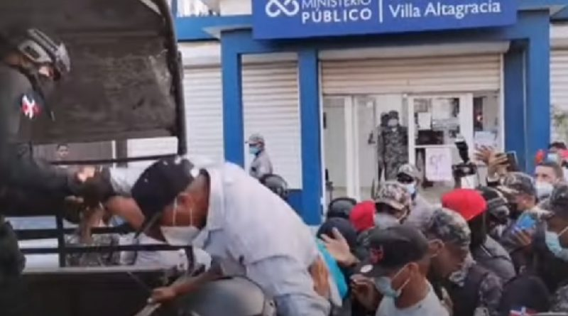 Aplazan para el miércoles coerción a policías mataron esposos evangélicos