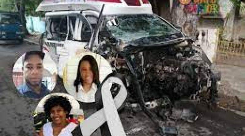 [Ciudades]Tres muertos al chocar ambulancia en Azua